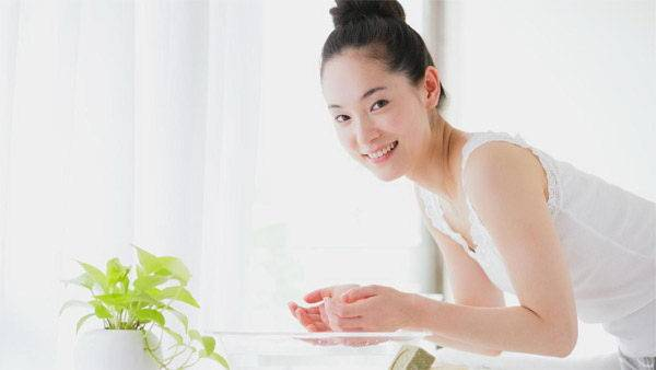 6 cách chăm sóc da mặt giúp mẹ sau sinh 'đẹp mòn con mắt'