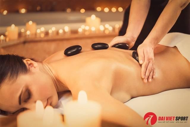 Cách tự massage đá nóng tại nhà hiệu quả