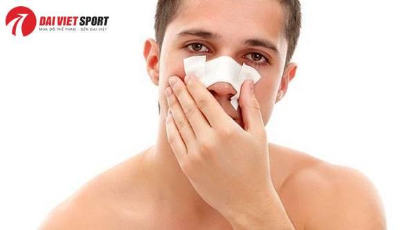 Cách xử lý khi bị gãy xương sống mũi