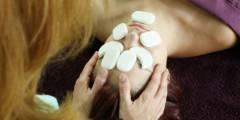 Đá lạnh trong massage chăm sóc cơ thể
