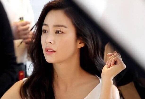 Bí quyết giữ làn da căng mướt của Kim Tae Hee