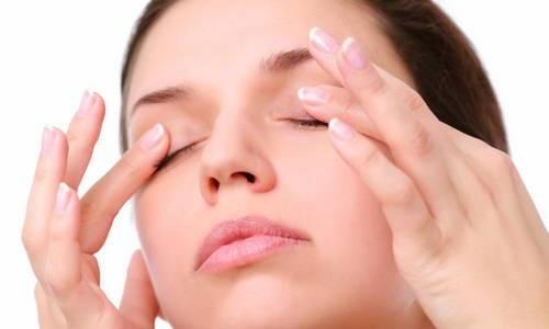 Lợi ích bất ngờ từ việc massage mắt